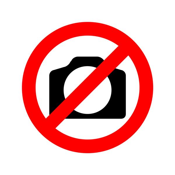 #Peronia: Le llegó una multa por manejar sin casco en el AUTO